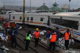 Rangkaian Gerbong Kereta di Malang Jalan Sendiri Lalu…