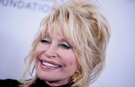 Penyanyi Dolly Parton Sumbang Rp14,5 Miliar untuk Vaksin Covid-19 Moderna