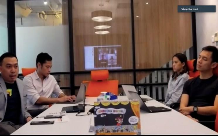 Dari kiri ke kanan : Presiden Direktur Raiz Invest Indonesia Fahmi Arya, Komisaris Raiz Invest Indonesia Michael Luhukay, Partnership & Marketing Manager Karmela Kartodirjo, dan Direktur Raiz Invest Indonesia Setiawan Adhiputro dalam Zoom Meeting Perkenalan Raiz Invest Indonesia dengan Media pada Rabu (5/8 - 2020).
