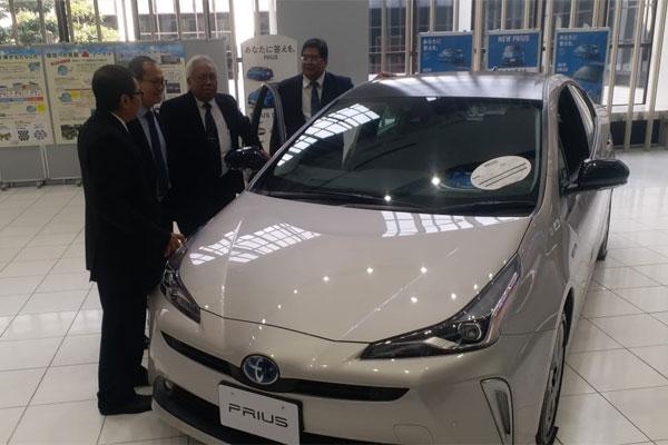 Toyota Prius PHEV. Seluruh lapisan masyarakat dapat memiliki kesempatan untuk merasakan dan menggunakan kendaraan elektrifikasi tersebut secara optimal, lewat kepemilikan ataupun pengalaman menggunakan kendaraan umum PHEV.  - Bisnis.com/DRG