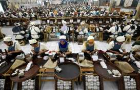 Buruh Pelinting Minta Pak Jokowi Tak Naikkan Cukai Sigaret Kretek Tangan