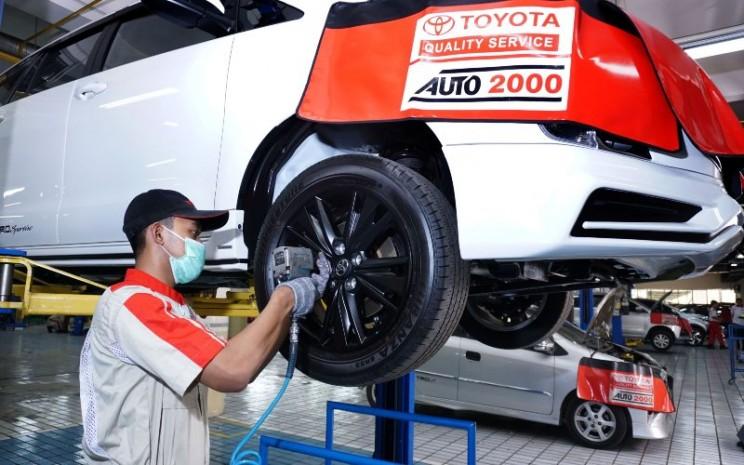 Bengkel mobil Auto2000. Pemilik mobil juga dapat melakukan spooring dan balancing untuk mengembalikan sudut geometri seluruh roda sesuai ketentuan pabrikan dan menyeimbangkan keempat roda sehingga dapat berputar dengan baik tanpa vibrasi yang mengganggu.  - Auto2000