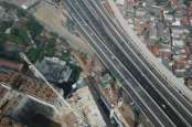 Hati-hati, Ada Pekerjaan Pier Kereta Cepat Jakarta-Bandung di Tol Jakarta-Cikampek