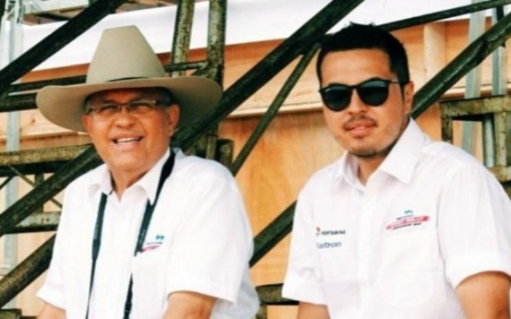 Helmy Sungkar, dan anaknya Rifat Sungkar.  - @rifato