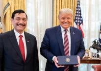 Menko Maritim dan Investasi RI Luhut Binsar Pandjaitan bertemu dengan Presiden AS Donald Trump di Gedung Putih./Dok. Menko Marvest