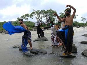 Seniman di Magelang Menggelar Ritual Donga Kali Larung Sengkala