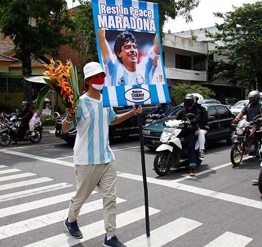 Suporter Sepakbola di Solo Kenang Diego Maradona Yang Meninggal Akibat Serangan Jantung