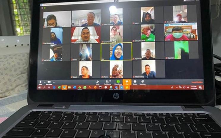 Masyarakat di Sumatra Bagian Selatan memanfaatkan perangkat dan teknologi komunikasi untuk bekerja dari rumah. - Bisnis/Dinda Wulandari