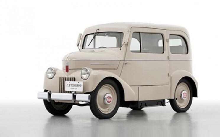 Nissan Tama EV terutama oleh perusahaan taksi. Ia memiliki baterai timbal-asam yang dapat diganti.  - Nissan
