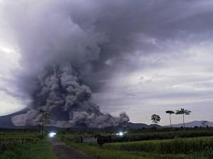 Gunung Semeru Meletus, Semburkan Awan Panas Sepanjang 11 Kilometer