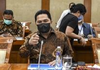 Menteri Badan Usaha Milik Negara (BUMN) Erick Thohir saat mengikuti rapat kerja dengan Komisi VI DPR di Kompleks Parlemen, Senayan, Jakarta, Senin (30/11/2020)./Antara - M Risyal Hidayat.