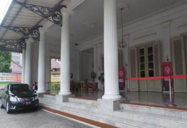 Anies Positif Covid-19, Balai Kota Disemprot Disinfektan 3 Hari Berturut-Turut