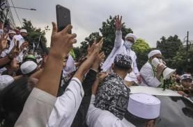 Geruduk Rumah Mahfud MD, Massa: Habib Rizieq Jangan…