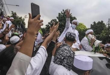 Geruduk Rumah Mahfud MD, Massa: Habib Rizieq Jangan Ditangkap, Fud!