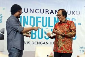 Chairman Garudafood Sudhamek AWS Luncurkan Buku Berjudul Mindfulness-based Business (MBB): Berbisnis Dengan Hati