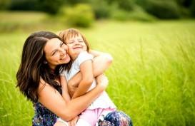 Orang Tua, Ini Lho Manfaat Sering Memeluk Anak