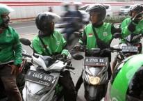 Sejumlah pengemudi ojek daring menunggu penumpang di Jakarta, Rabu (12/2/2020). Bisnis/Arief Hermawan P
