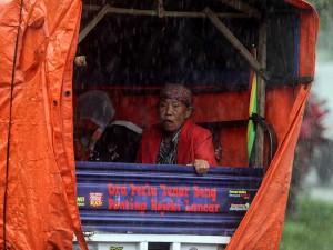 Warga Mulai Mengungsi saat Banjir Lahar DIngin Gunung Semeru