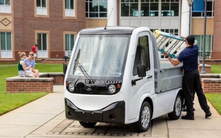 Kendaraan listrik Ayro membantu entitas pendidikan tinggi, perusahaan, dan pemerintah menghilangkan Emisi CO2 serta mengurangi tanda kebisingan hingga 75%.  - Ayro