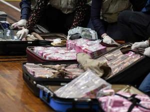 KPK Tunjukan Tumpukan Uang Senilai Rp14,5 Miliar Hasil OTT Pejabat Kemensos Terkait Korupsi Bansos