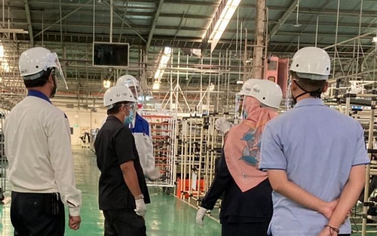 Pabrik Sepeda Motor Suzuki. Saat ini Suzuki telah mempekerjakan 5.000 karyawan, sehingga dinilai berkontribusi pada pengembangan ekonomi di Indonesia.  - SIS