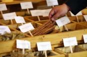 INDUSTRI FARMASI : Darurat Mandiri Bahan Baku Obat