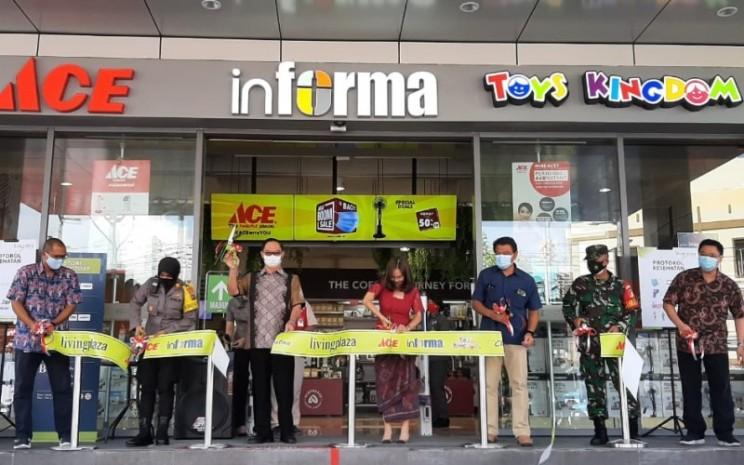 Peresmian pembukaan gerai baru Ace Hardware (ACES) di Manado. - Istimewa