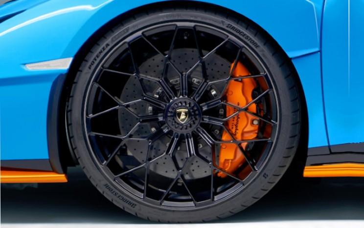 Potenza dilengkapi pola telapak asimetrik yang mampu meningkatkan respons kemudi dan stabilitas saat menikung.  - Bridgestone