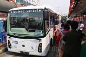 Bus Transjakarta Dirusak Oknum Tak Dikenal
