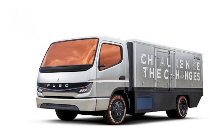 Dengan Vision F-Cell, model konsep yang dapat dikendarai sepenuhnya, Mitsubishi Fuso mengeksplorasi manfaat teknologi sel bahan bakar untuk digunakan di kendaraan Mitsubishi Fuso.  - Mitsubishi Fuso