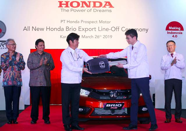Presdir PT Honda Prospect Motor (HPM) Takehiro Watanabe (tengah) - Bisnis/Abdullah Azzam