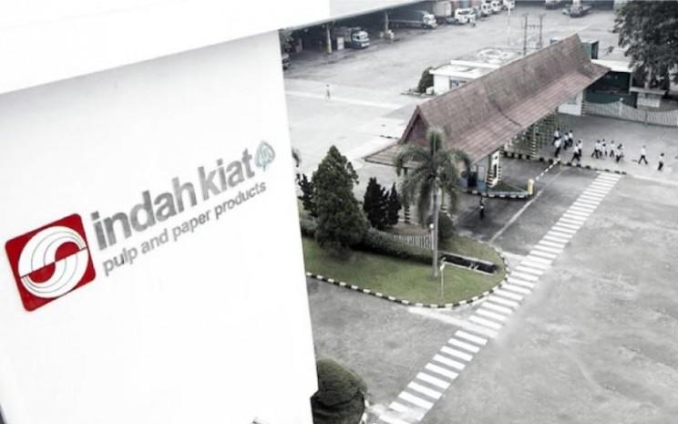 Aktivitas di pabrik kertas PT Indah Kiat and Pulp Paper di Serang, Banten. - indakiat