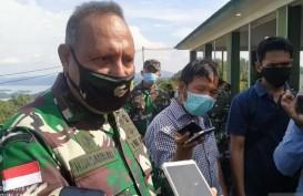 Jenazah Wakil Kepala Staf TNI AD Letjen Herman Asaribab Diterbangkan ke Jayapura