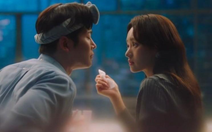 Teaser Shw Would Never Know merilis teaser baru. Dalam teaser ini, Rowoon SF9 sedang berusaha untuk memenangkan hati Won Jin Ah. - Soompi
