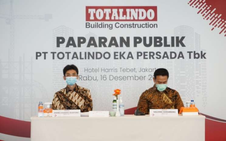 Direktur PT Totalindo Eka Persada Tbk. Andre Chandra Biantoro dan Direktur PT Totalindo Eka Persada Tbk. Salomo Sihombing menyampaikan perkembangan bisnis perseroan sepanjang 2020 dalam paparan publik pada Rabu (16/12/2020) di Jakarta. - Dokumentasi PT Totalindo Eka Persada Tbk.