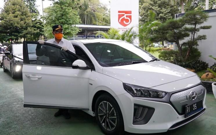 Hyundai Ioniq Ev Jadi Mobil Dinas Menhub Ini Spesifikasi Dan Harganya Otomotif Bisnis Com