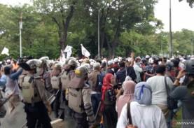 Bubarkan Massa Aksi 1812, Polisi: Kami Tidak Segan-segan…