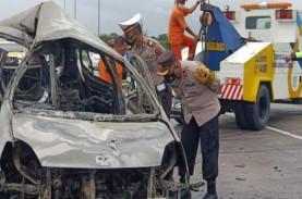 Mobil Terbakar di Tol Solo-Ngawi, Pengemudi Sulit…