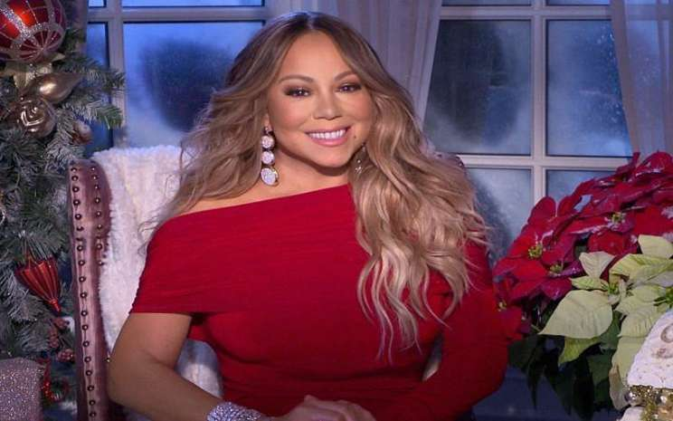 Mariah Carey pakai koleksi perhiasan UBS