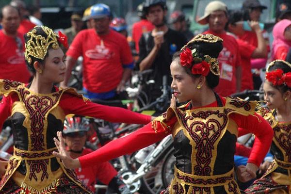 Tarian Jaipong yang termasuk kebudayaan Sunda. - Antara/Fahrul Jayadiputra