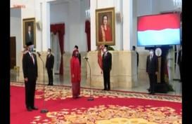 Kebaya Merah Mensos Risma di Pelantikan Menteri