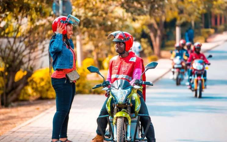 Ampersand yang berbasis di Rwanda ingin membantu semua pengendara sepeda motor beralih ke listrik dan membantu mereka menghemat uang dan lingkungan pada saat yang bersamaan.  - ampersand.solar