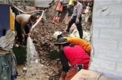 Tim SAR Masih Cari Seorang Korban yang Tertimbun Longsor di Lembang