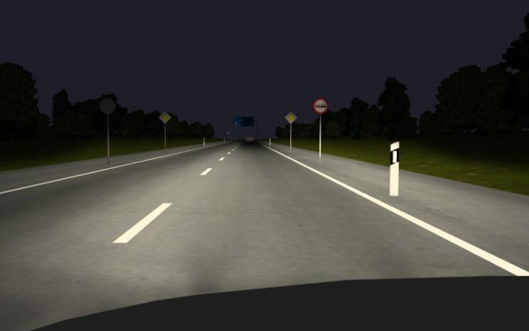 BMW ConnectedDrive: Asisten High-Beam bebas silau. High beams bisa dinyalakan ketika Anda nyetir mobil malam hari dengan penerangan minim.  - BMW