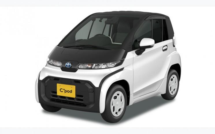 Toyota C Pod. Cpod saat ini tersedia dalam dua varian, yakni X dengan harga jual 1,650 juta yen, setara Rp 224,7 juta dan G yang dibanderol 1,716 juta yen atau setara dengan Rp233,7 juta.  - Toyota