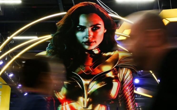 Poster film Gal Gadot terbaru Wonder Woman 1984 yang akan dirilis Oktober mendatang -  Bloomberg