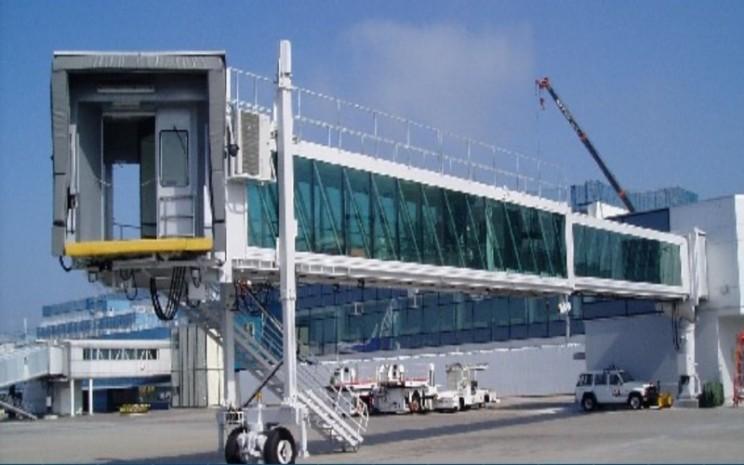 Sejak 1990, Bukaka sudah memproduksi garbarata dengan total produksi lebih dari 900 unit dan dikirim ke 15 negara. Bukaka memproduksi dua tipe garbarata, yaitu steel wall dan glass wall yang seluruhnya diproduksi menggunakan material terbaik. - Bukaka.com