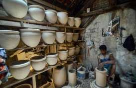 PEMULIHAN MANUFAKTUR : Industri Keramik Kian Kokoh