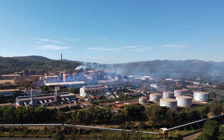 Foto udara pabrik pengolahan nikel milik PT Aneka Tambang Tbk. di Kecamatan Pomalaa, Kolaka, Sulawesi Tenggara, Senin (24/8/2020).ANTARA FOTO - Jojon