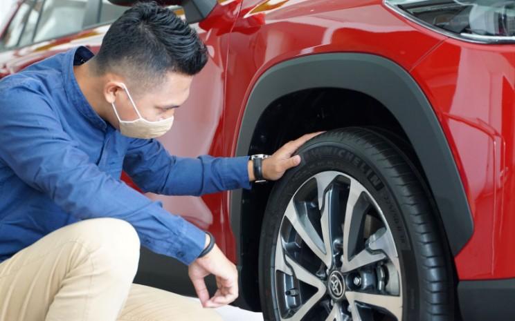 Wajib periksa tekanan angin ban agar sesuai rekomendasi pabrikan.  - Toyota